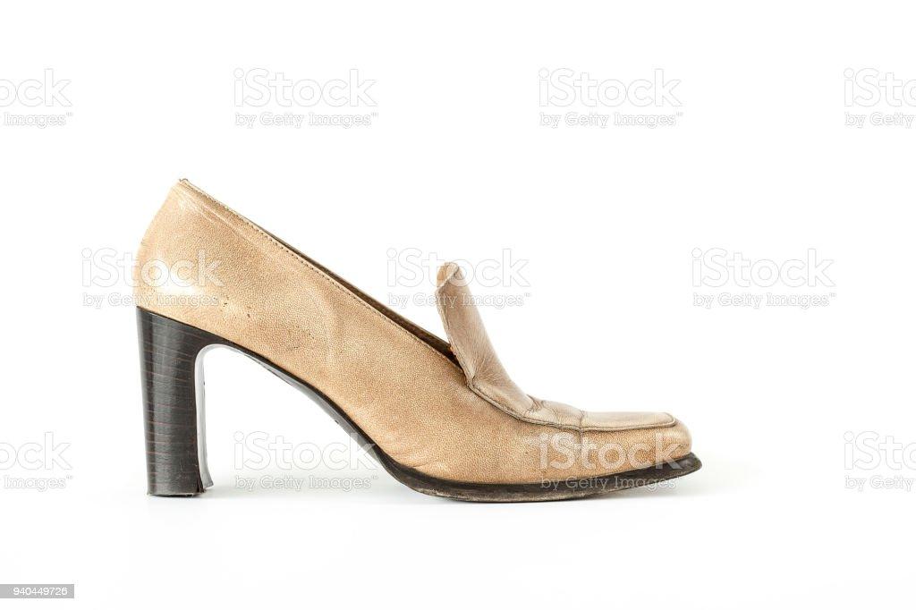 2cda0b4e0881 Mujer Marrón Claro Del Alto Talón Del Zapato Aislado Fondo Blanco ...