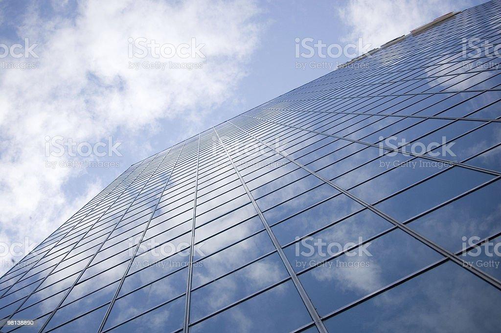 높은 현대식 고층빌딩과 대한 배경 blue sky royalty-free 스톡 사진