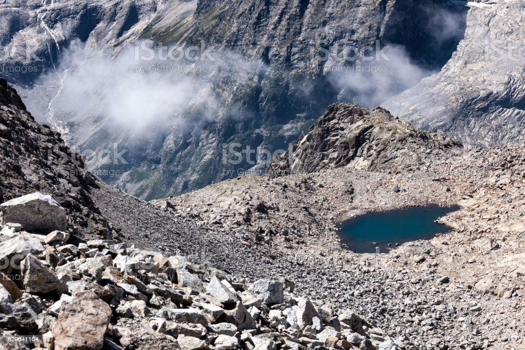 laghetto di alta montagna stock photo