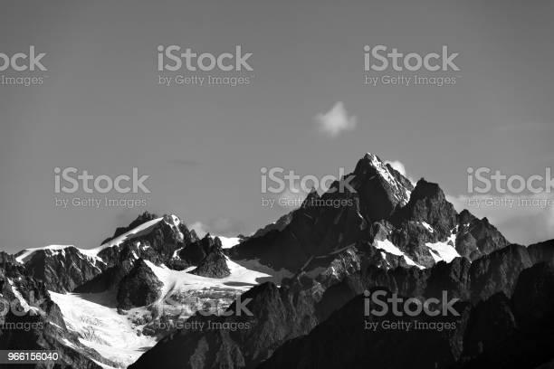 Höga Berg Med Snö På Sommaren-foton och fler bilder på Berg