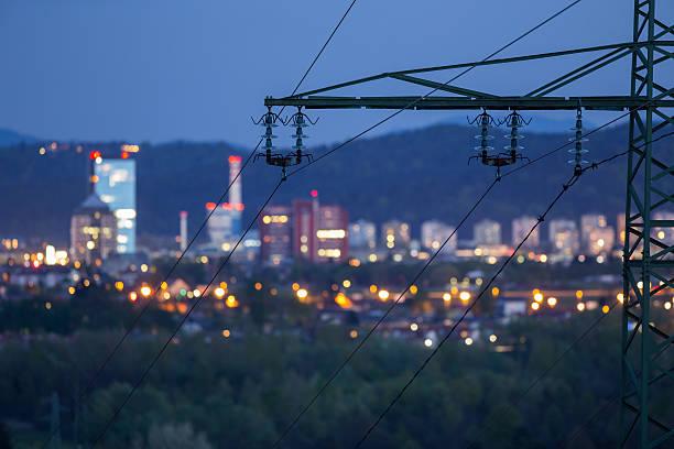 alta potenza electricty grid alimentazione della città - rete elettrica foto e immagini stock