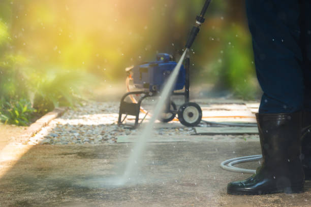 high pressure cleaning, side view. - high pressure cleaning stock photos and pictures