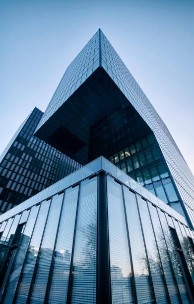 Hochauflösendes Foto eines modernen Bürogebäudes – Foto