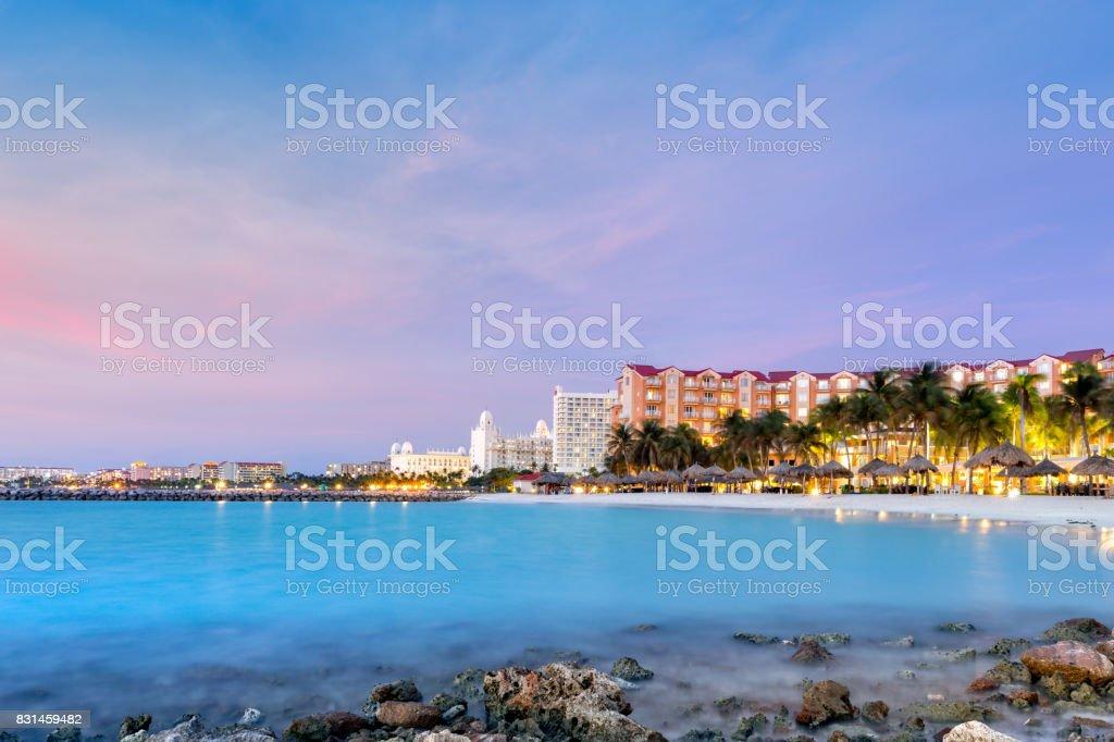High Rise hotel area in Aruba at dusk – zdjęcie