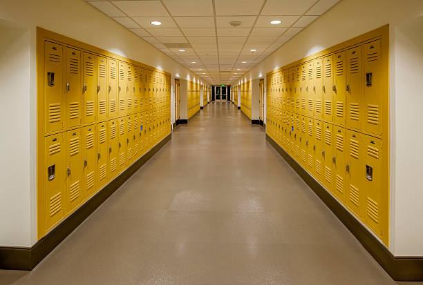 Avec casiers dans le couloir de l'école - Photo