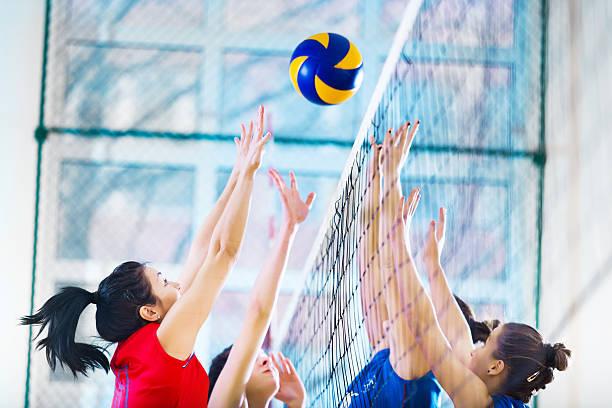 高校雌バレーボールチームに対応します。 - バレーボール ストックフォトと画像