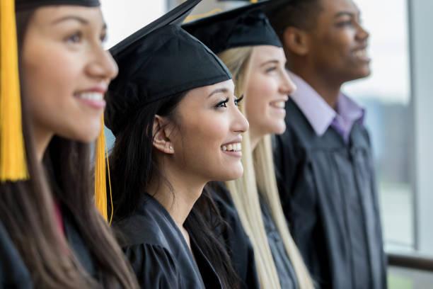 lise mezunları bir satırda - graduation stok fotoğraflar ve resimler