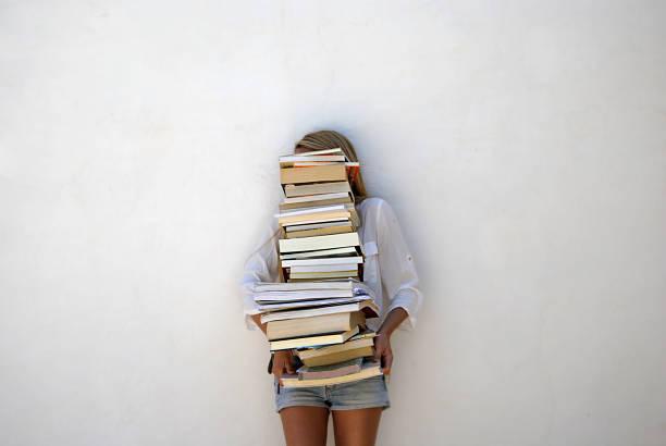 high school student gospodarstwa wiele książek - duża grupa obiektów zdjęcia i obrazy z banku zdjęć