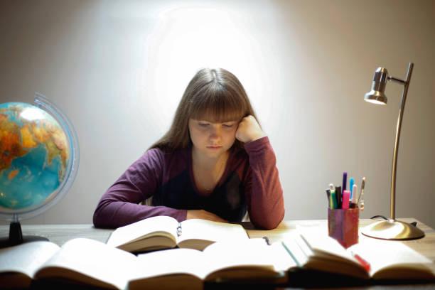 high school student reading a book - esame maturità foto e immagini stock