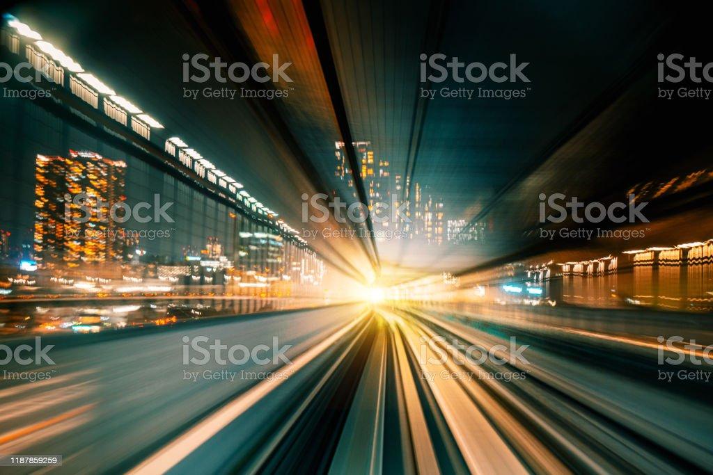 High Speed Motion Blur fährt nachts durch einen Tunnel - Lizenzfrei Abstrakt Stock-Foto