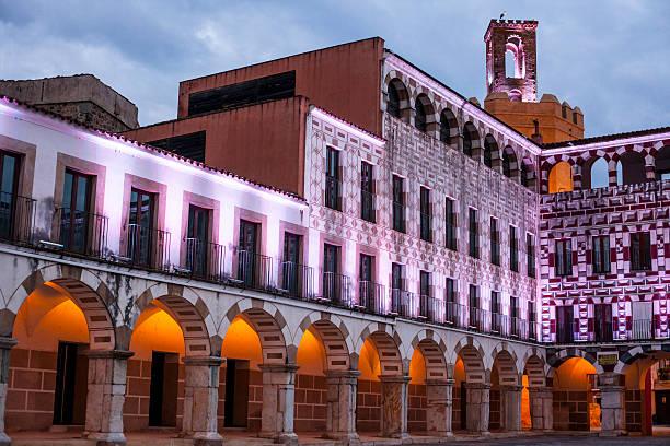 Hohe Platz von Badajoz in der Dämmerung, Spanien – Foto