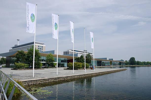 high tech campus eindhoven - eindhoven city stockfoto's en -beelden