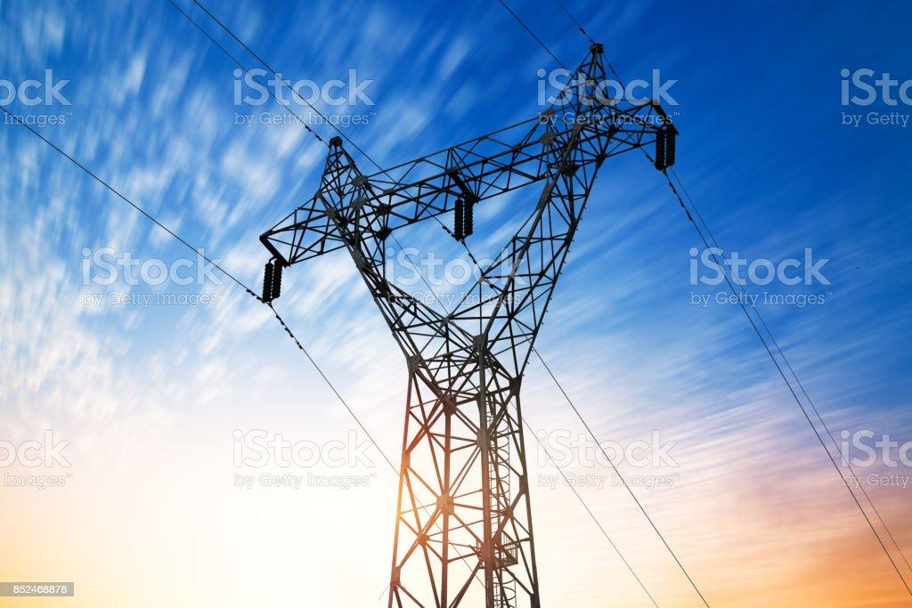 High voltage post.High-Spannung tower Himmel Hintergrund.   – Foto