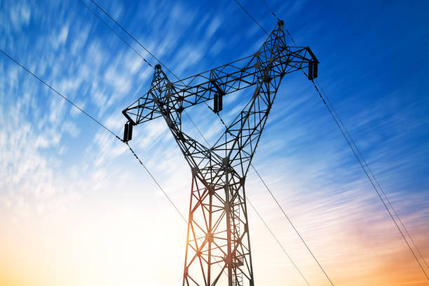 high voltage post.high-spannung tower himmel hintergrund.   - generator text stock-fotos und bilder