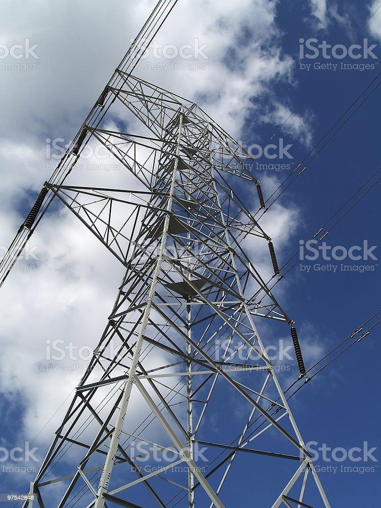 Haute tension les lignes électriques photo libre de droits