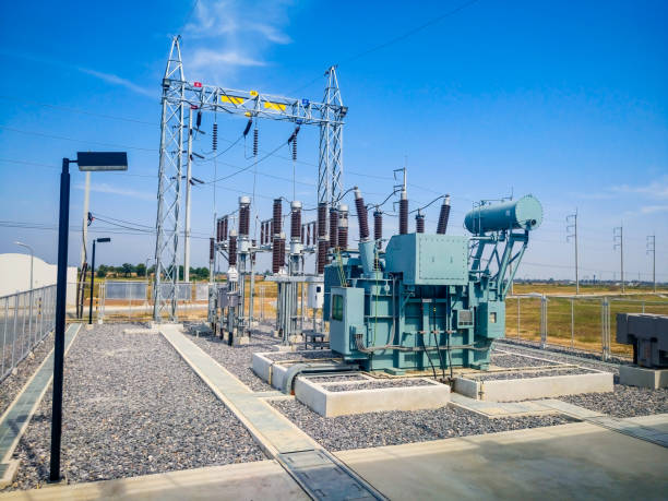 high voltage power transformer substation in solar power station - hoogspanningstransformator stockfoto's en -beelden
