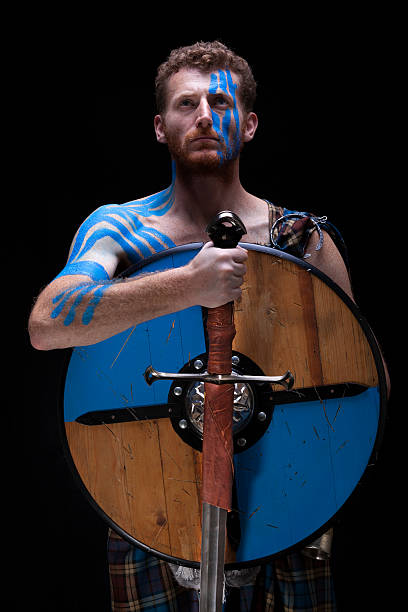 highlander tribe krieger - schottische kultur stock-fotos und bilder