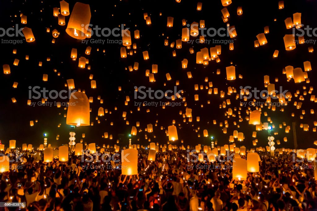 Highlight Floating lanterns in Yee Peng Festival, Loy Krathong celebration in Chiangmai, Thailand stock photo