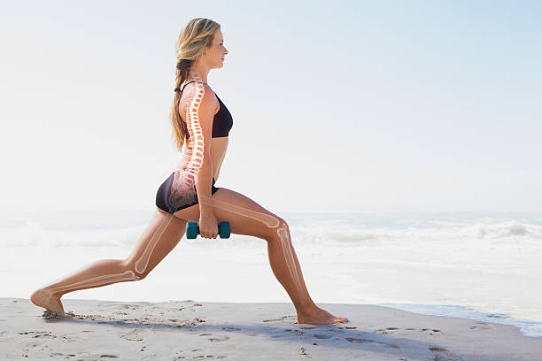 evidenziate ossa di allenamento donna - osso foto e immagini stock