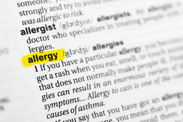 """hervorgehobene englische wort """"allergie"""" und seine definition - definition krankheit stock-fotos und bilder"""