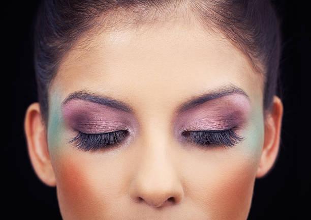 하이라이트 자신의 아름다운 눈 - 아이섀도 뉴스 사진 이미지