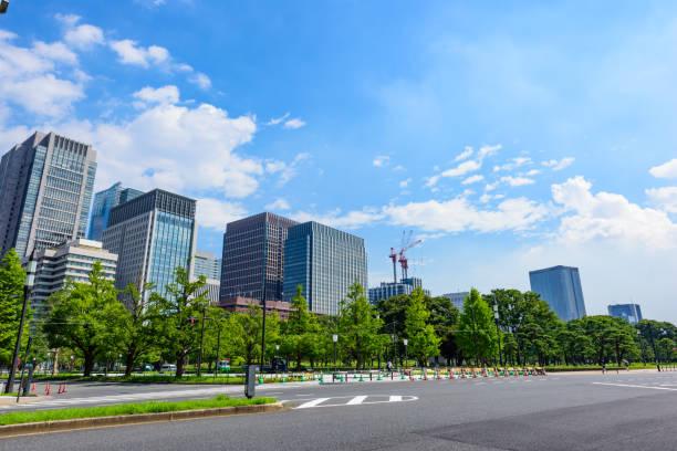 東京の高層ビル。 - 緑 ビル ストックフォトと画像