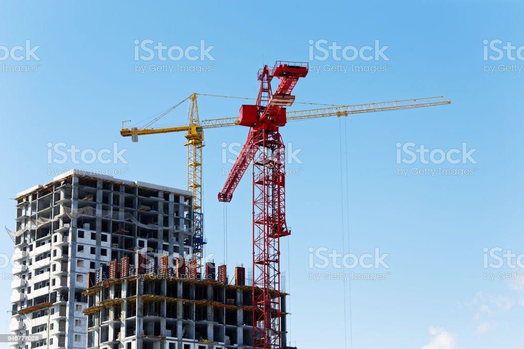 Hochhäuser im Bau und Bau Krane – Foto