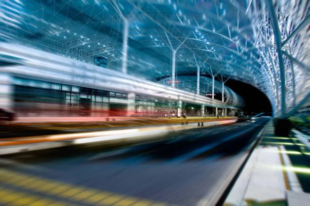 high-speed rail station - hochgeschwindigkeitszug stock-fotos und bilder