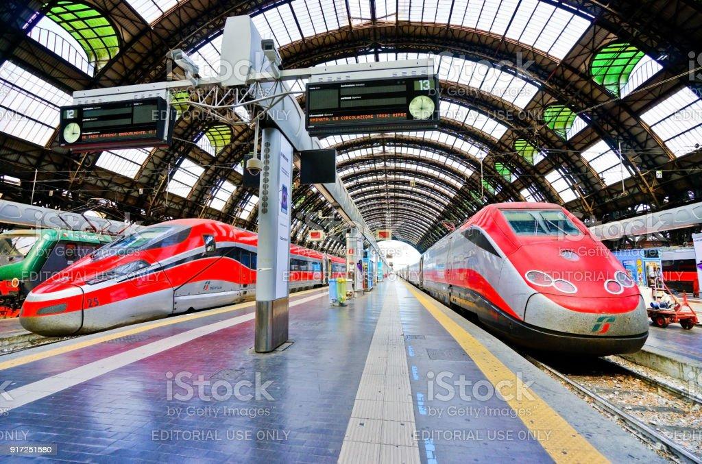 High-speed train at Milano Centrale railway station in Milan - Foto stock royalty-free di Affari