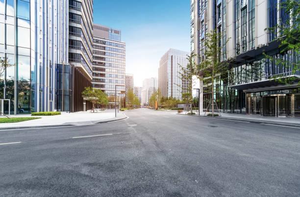 青島、中国で高速道路や市内の近代建築 ストックフォト