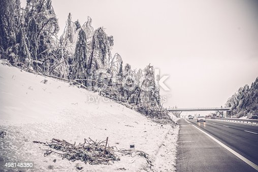482803237 istock photo highway and ice 498148380