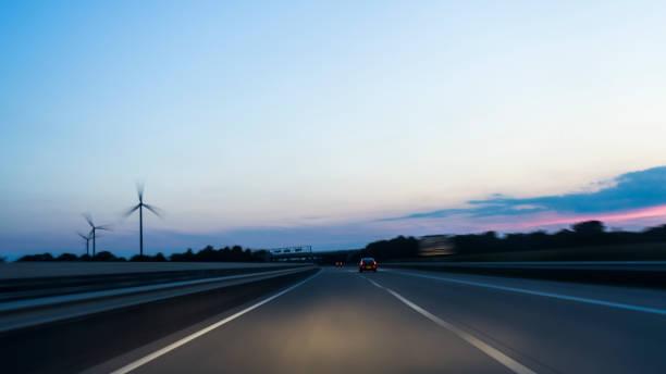 Highway in der Dämmerung – Foto