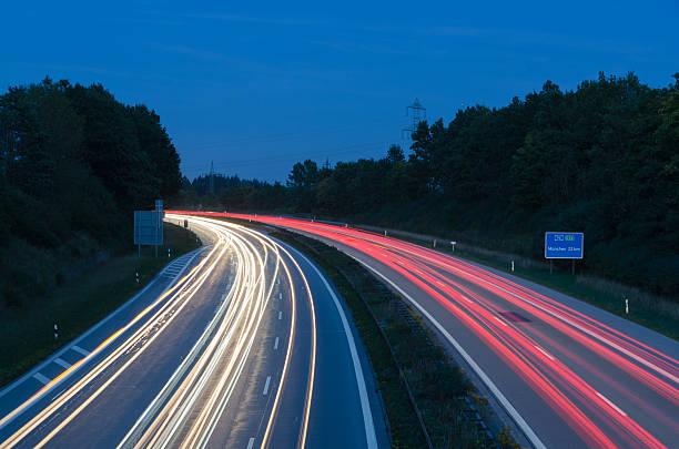 Highway bei Nacht – Foto