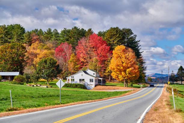 Autobahn am sonnigen Herbsttag – Foto