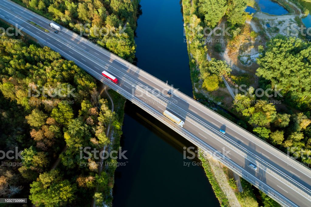 Autobahnbrücke, Luftbild – Foto