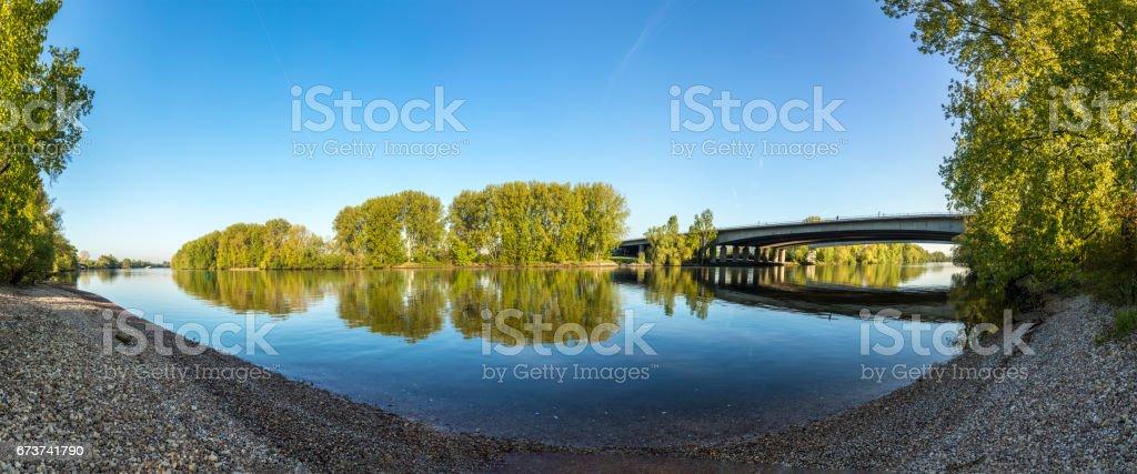 pont de l'autoroute à Raunheim traverse la rivière Main photo libre de droits