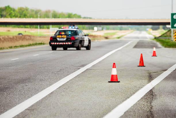 highway closed - pont gênes photos et images de collection