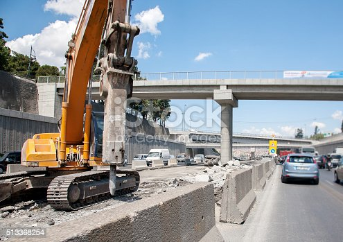 istock Highway construction 513368254