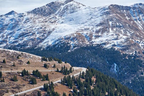 otoyol sonbahar colorado dağlarında - independence day stok fotoğraflar ve resimler