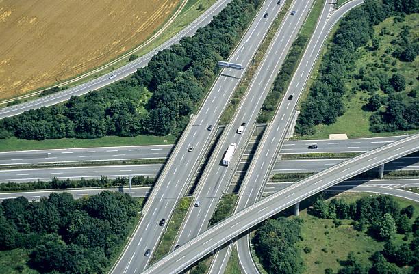 intersection de l'autoroute - rond point carrefour photos et images de collection