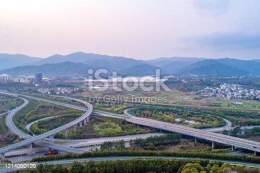 599471112 istock photo highway 1214050120