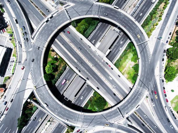 autoroute highway  - rond point photos et images de collection