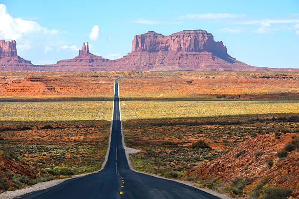 highway 163 south, die zum monument valley - colorado plateau stock-fotos und bilder