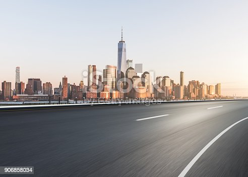 istock Highway through Manhattan 906858034