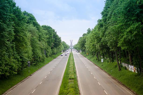 highway richtung effnerplatz in münchen - mae west stock-fotos und bilder