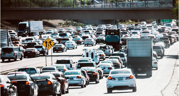 snelweg verkeer - phoenix, arizona - arizona highway signs stockfoto's en -beelden