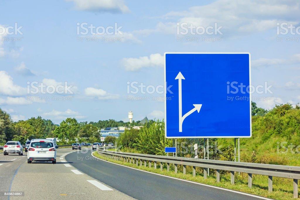 Autobahn mit leeren Schild – Foto