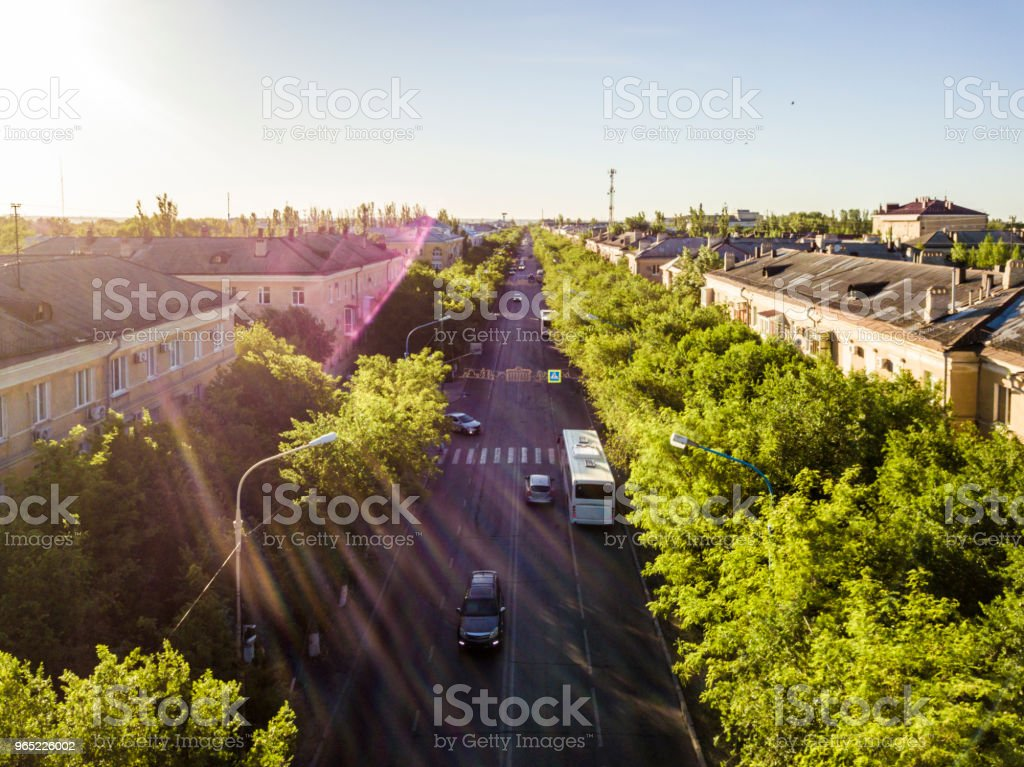 highway with traffic in the city during sunset zbiór zdjęć royalty-free
