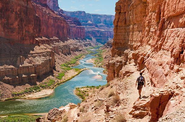 wanderung zum puebloean granaries - canyon stock-fotos und bilder