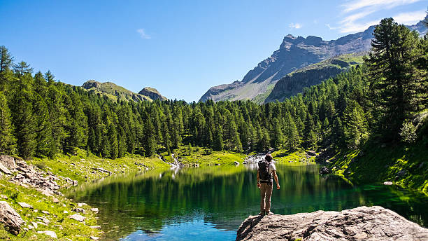 Hiker and mountain lake in the background – Foto